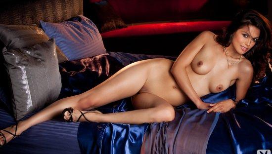 playboy raquel pomplun sexy in the bedroom at asredas